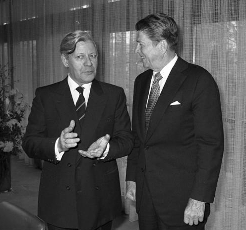 Schmidt and US president Reagan in meeting (Source: Wikimedia Commons, Bundesarchiv)