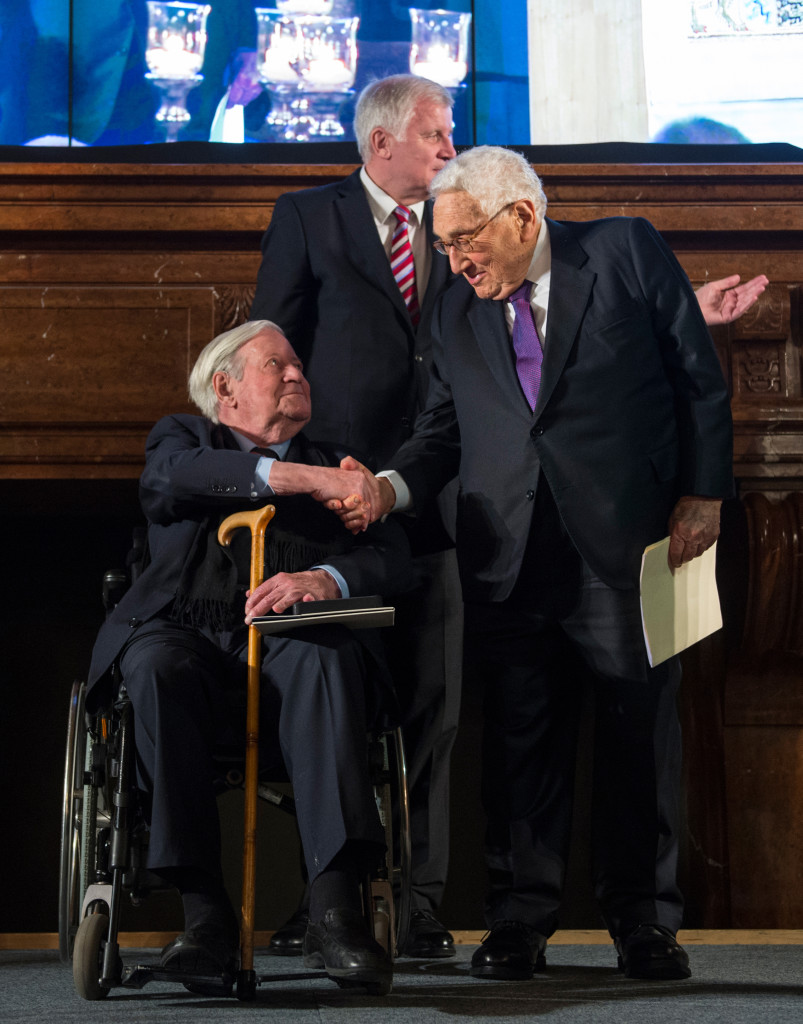 96 year old Schmidt shakes hands with 91 year old former Secretary of State Henry Kissinger in 2014 (Wikimedia Commons)
